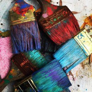 Penslar med färg